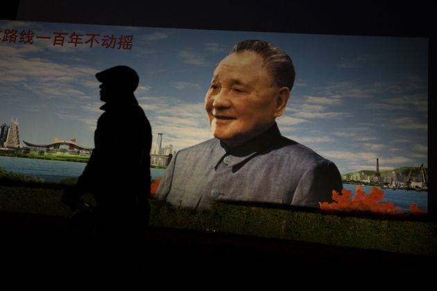 深センに掲げられる鄧小平の肖像