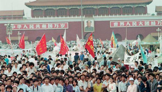 天安門事件とは?中国が民主化の炎に燃え、非暴力の象徴「タンクマン」を生んだ約2カ月をふりかえる。