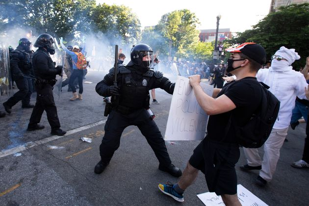 TOPSHOT - Police officers clash with protestors near the White House on June 1, 2020 as demonstrations against George Floyd's death continue.