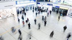 真っ昼間のソウル駅、監視カメラの死角で男が女性に暴行 韓国