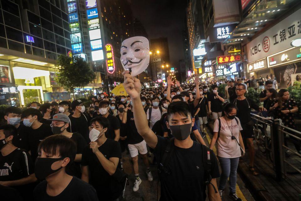 2019년 7월 7일 몽콕지구에서 행진하는