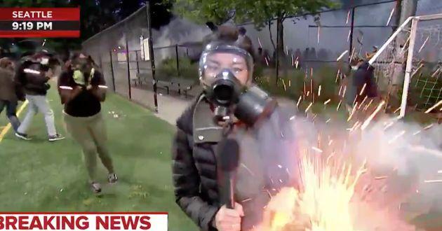 La reporter de MSNBC Jo Ling Kent a été touchée par un tir de feu d'artifice alors qu'elle couvrait à...