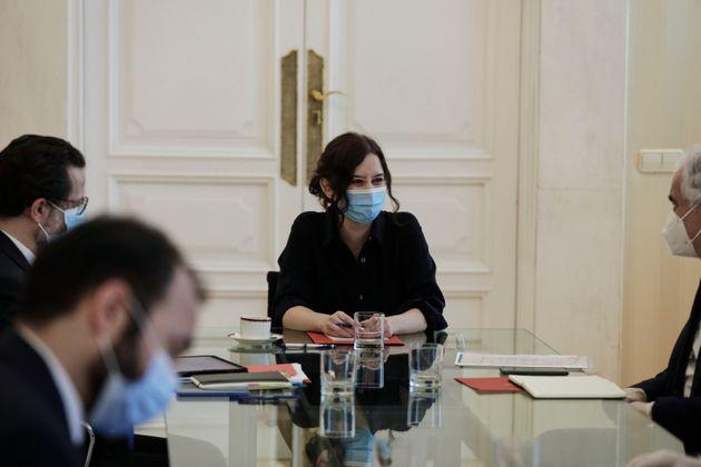 La presidenta de la Comunidad de Madrid, Isabel Díaz Ayuso, en una reunión el 5 de mayo...