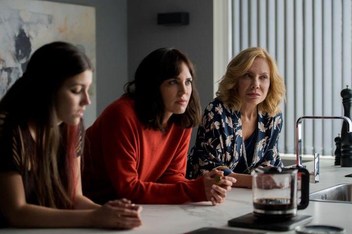 Judit Ampudia, Marta Milans y Cecilia Roth en 'El embarcadero'.
