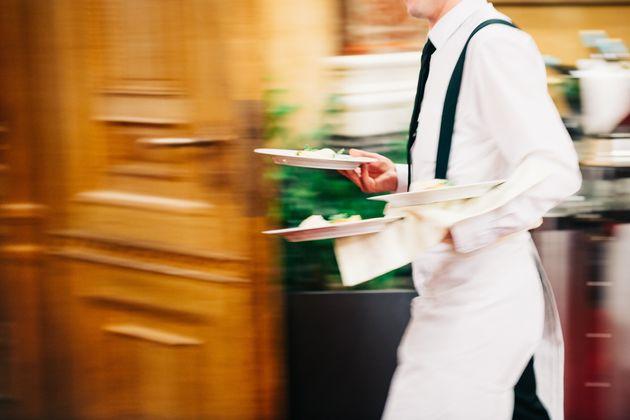"""21enne positivo al Covid va al lavoro al ristorante: """"Avevo"""