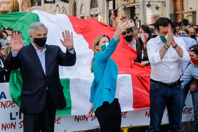 Salvini, Meloni e Tajani: la piazza di destra è sgang