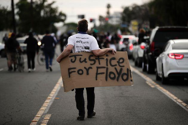 Τζορτζ Φλόιντ: Η ανεξάρτητη νεκροψία που «καίει» τον αστυνομικό μπορεί να λειτουργήσει υπέρ