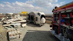 Dos fallecidos al descarrillar un tren después de arrollar a un vehículo que cayó a la