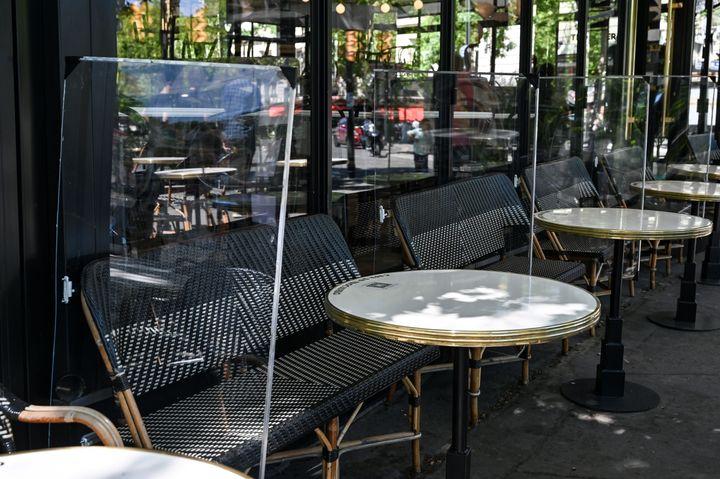 Les cafés et restaurants des zones vertes de France sont autorisés à rouvrir à partir du 2 juin 2020 avec des règles sanitaires strictes, après des semaines de fermeture forcée en raison des mesures adoptées pour freiner la propagation de la pandémie de COVID-19.