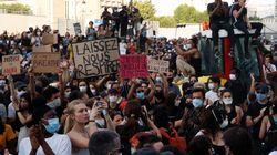 """""""Traoré come Floyd"""": Parigi in piazza contro le violenze della"""