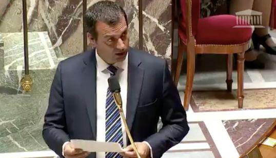 """L'Assemblée vote le """"don de congés"""" aux soignants. """"Un peu obscène"""", dénonce"""