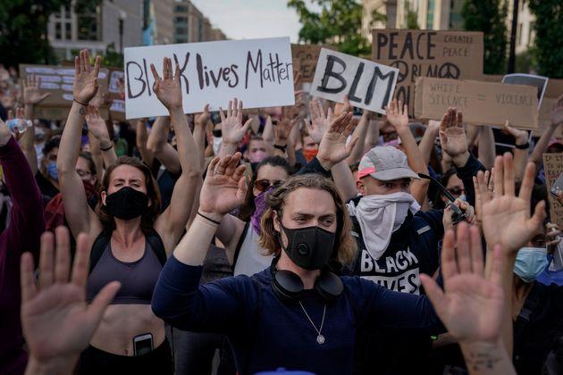 Manifestantes en el parque Lafayette en Washington el 2 de junio de 2020 (Drew Angerer/Getty