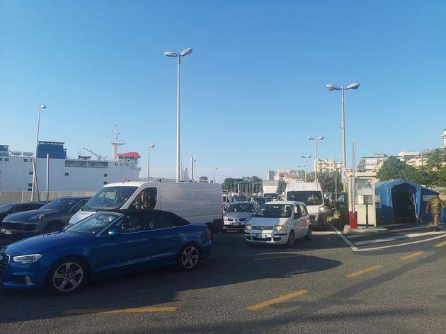 Le code a Messina per gli imbarchi sui