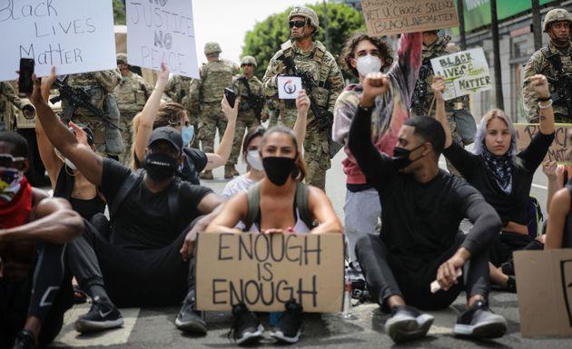 Il coprifuoco non fiacca le proteste. Capo Pentagono contrario a uso