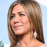 Jennifer Aniston senza veli per raccogliere fondi contro il
