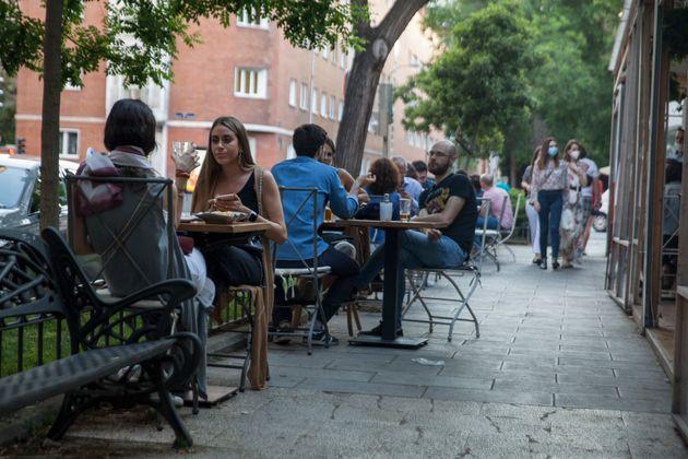 Una terraza de la calle Juan Bravo de Madrid el 27 de mayo de