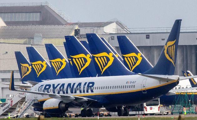 La compagnie Ryanair a proposé de baisser de 10% la rémunération de son personnel navigant commercial...