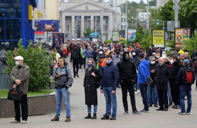Λευκορωσία: Οι «παντόφλες» απειλούν με ανατροπή τον πρόεδρο της