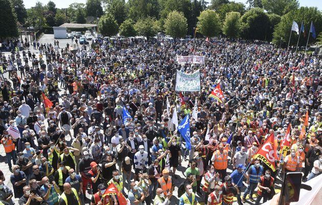 Manifestation d'employés de chez Renault à Maubeuge (Nord), le 30 mai