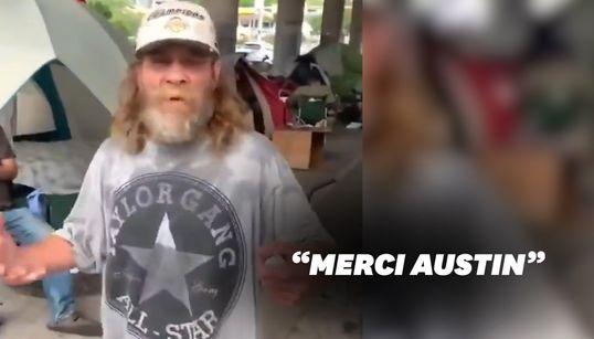 À Austin, des habitants aident un SDF ayant perdu son matelas pendant les