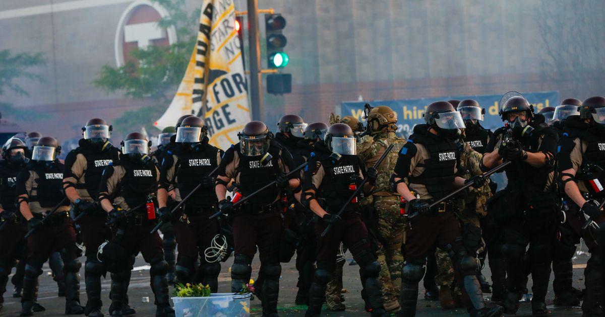 """ACLU presenta una demanda colectiva para proteger a los periodistas """"atacados"""" por la policía"""