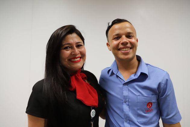 """Elvis e sua """"segunda mãe"""" brasileira, Melissa Borges, que é sua supervisora no"""