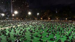 Gli attivisti di Hong Kong sfidano il divieto. La polizia lancia cartucce urticanti contro la