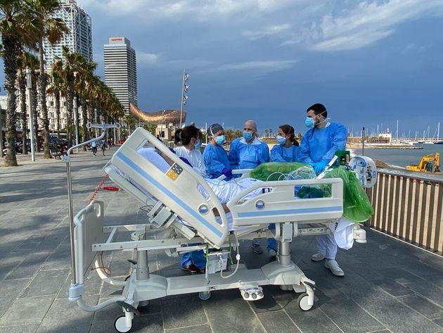 La primera salida de Isidre el pasado viernes con dos enfermeras, una médica intensivista, un camillero...