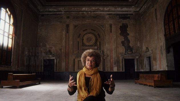 La figure militante Angela Davis dans le documentaire