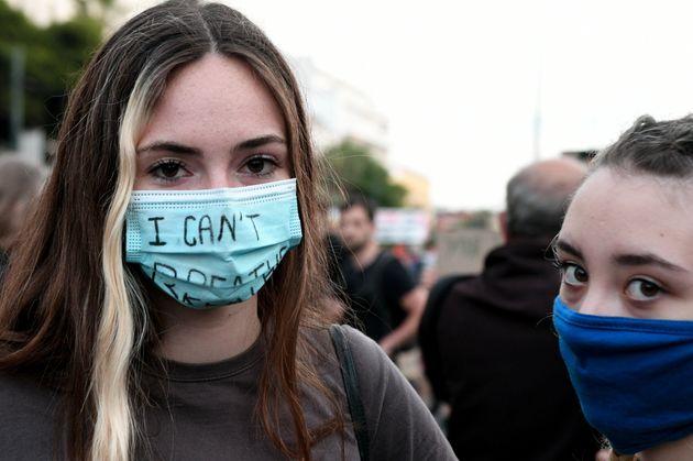 Φωτογραφίες από την πορεία στην Ελλάδα για την δολοφονία Φλόιντ - Πότε είναι οι