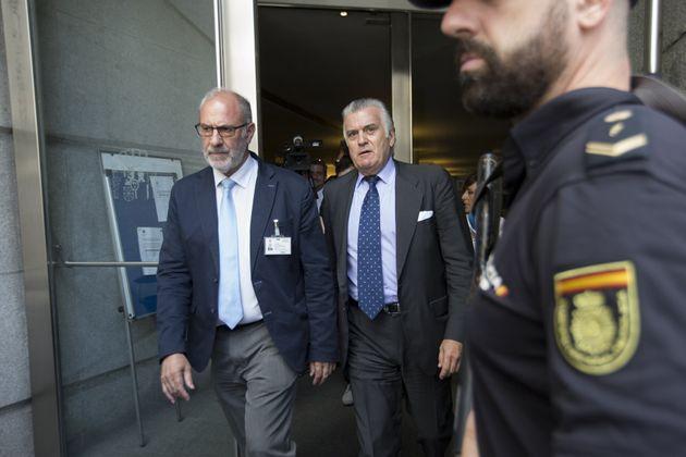 Luis Bárcenas abadnona la comisión de investigación por la financiación ilegal del PP en el Congreso,...
