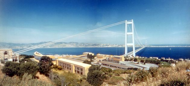 5 Stelle divisi dal Ponte (sullo Stretto)