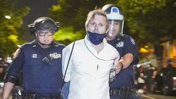"""""""Si c'est ainsi qu'ils traitent un journaliste blanc…"""" Arrêté par la police, le journaliste du HuffPost"""
