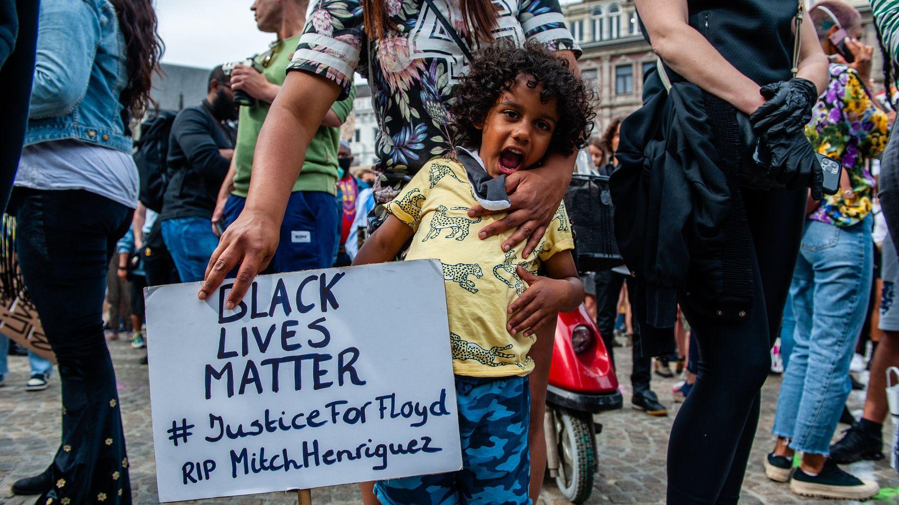 Una guía para padres para abordar la raza y el racismo con niños