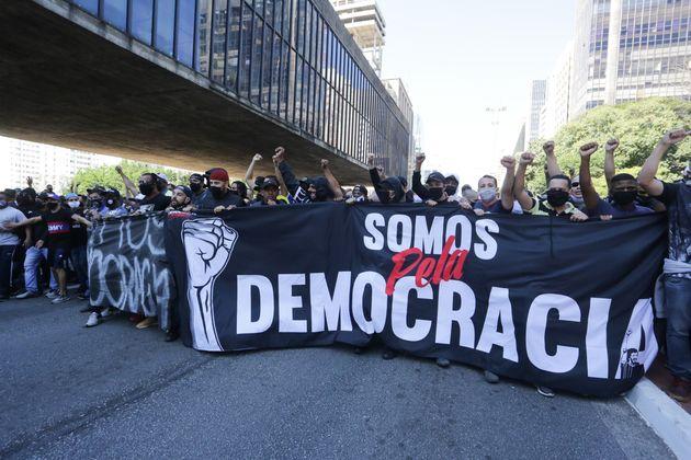 Líderes de partidos no Senado pedem para que brasileiros adiem protesto