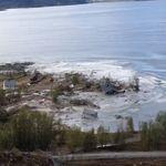 갑작스런 흙사태로 집 8채가 바다에 빨려들어갔다