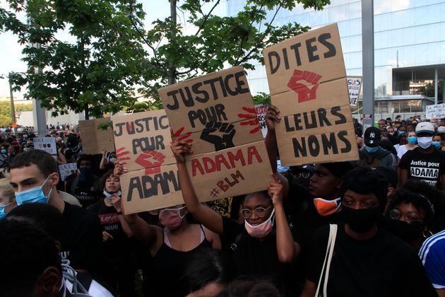 Le 2 juin à Paris, une manifestation contre les violences policières, en mémoire...