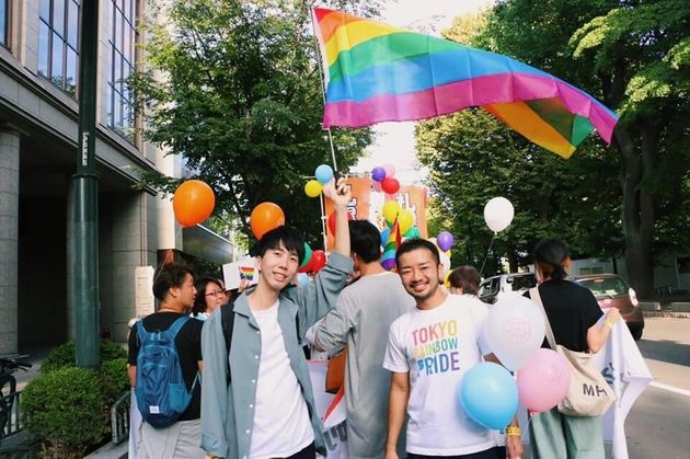 東京レインボープライド共同代表の杉山文野さん(写真右)