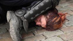 경찰관의 '목 조르기 체포'는 미국 만의 일이