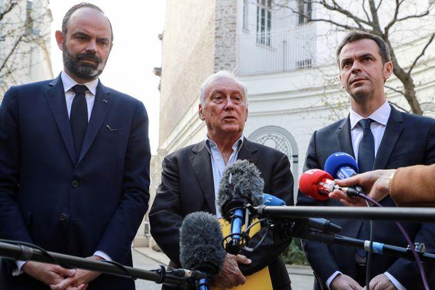 Edouard Philippe à gauche, Jean-François Delfraissy, président du Conseil Scientifique...