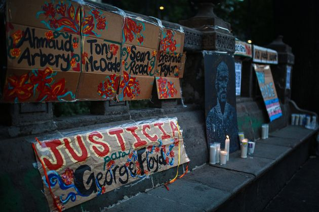 «Πάρτε τα γόνατά σας από τους λαιμούς μας»: Εκδηλώσεις στη μνήμη του Τζορτζ
