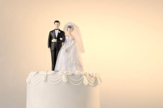 Il padre della sposa contagia 76 invitati al matrimonio: il