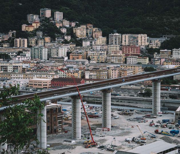 GENOA, May 29, 2020 -- Photo taken on May 29, 2020 shows the new bridge under construction in Genoa,...