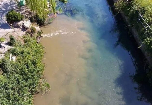I mille colori dei fiumi di nuovo minacciati dai veleni