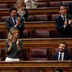 Un analista de 'LaSexta' arrasa al señalar lo que se ve en esta foto de Casado y Álvarez de Toledo: salta a la
