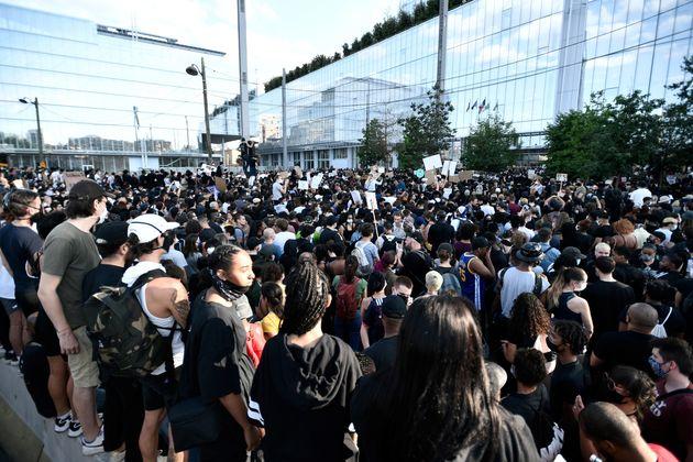 Des manifestants réunis en mémoire d'Adama Traoré, à Paris, le 2 juin