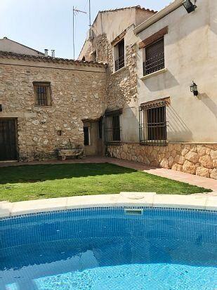 Casa de alquiler con piscina en Castilla-La Mancha