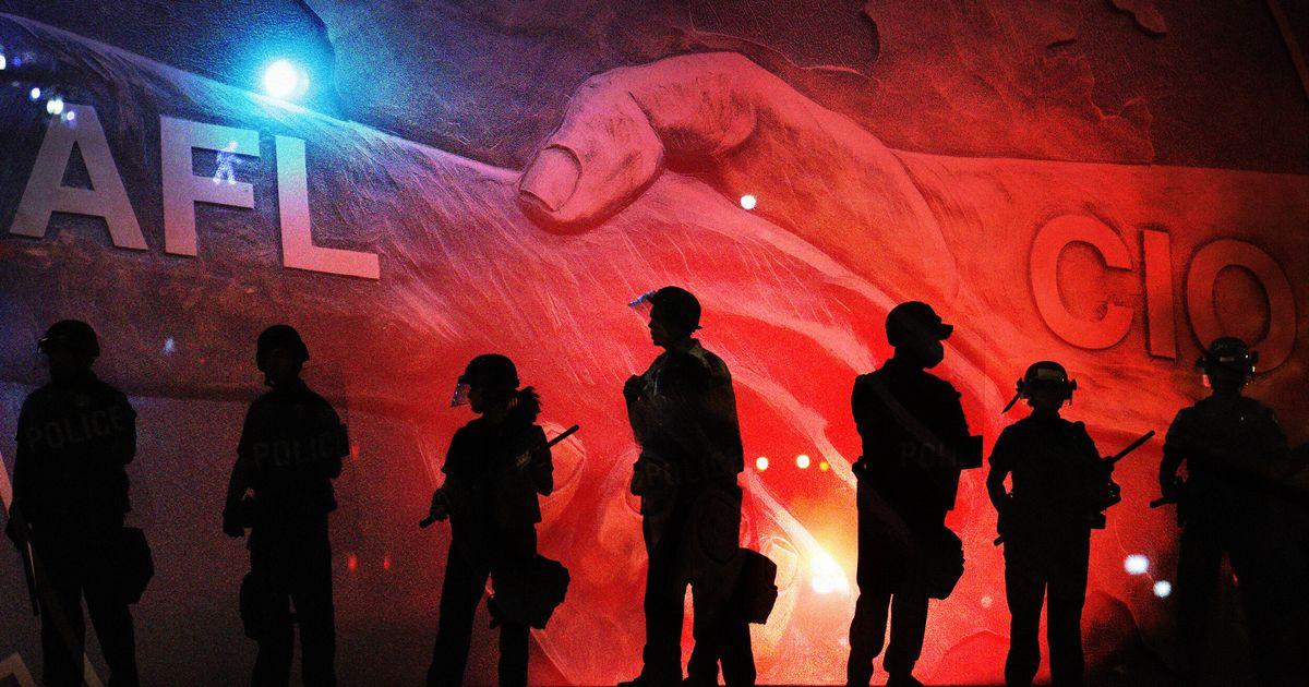 El movimiento laboral enfrenta un juicio sobre los sindicatos de policía
