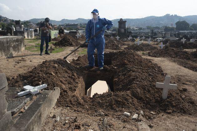 Na semana mais crítica da pandemia no Brasil, total de mortes supera Itália e país...