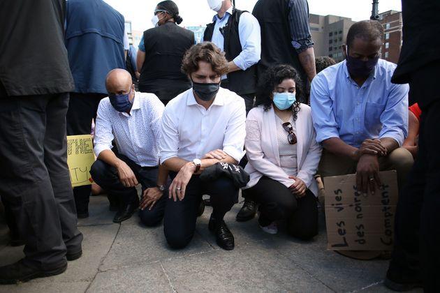 カナダのトルドー首相が抗議デモに参加。ひざまずいて「Black Lives